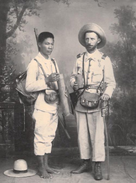 A Filipino (left) serving in the Spanish Army and a Spanish officer, 1897.